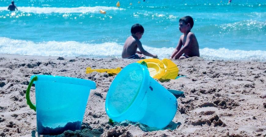 Las mejores soluciones para padres y madres en playa y piscina