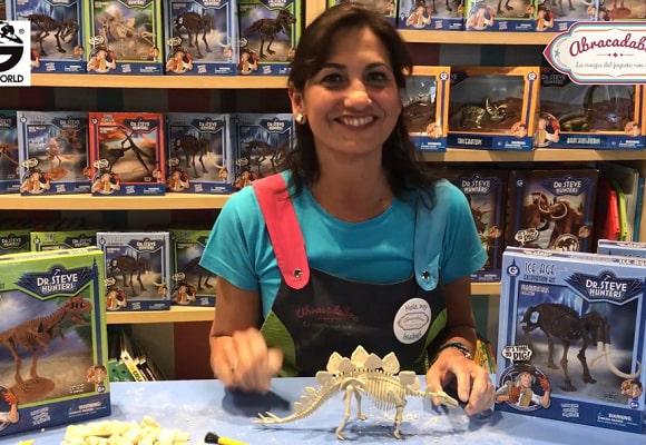 Actividades para niños en Abracadabra. Encuentra los huesos del dinosaurio
